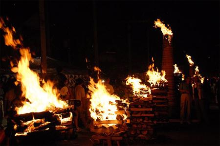 Yoshida no Hi Matsuri la festa del fuoco