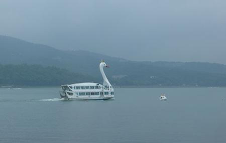 aliscafo cigno lago yamanaka