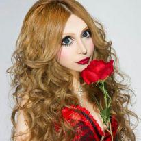 "Una ragazza giapponese si ""trasforma"" in francese."